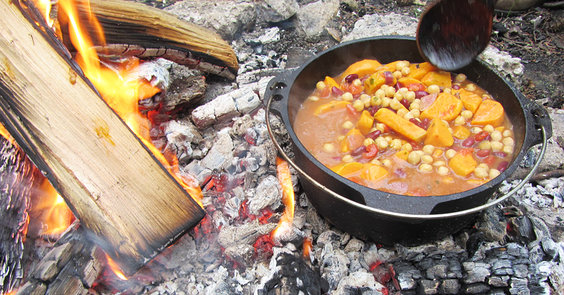 Dutch_oven_chili_totaal.jpg