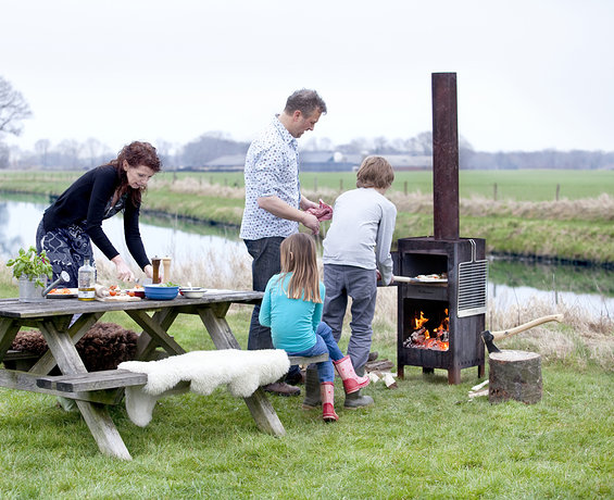 urbans_and_indians_outdooroven_weltevree-pizza-bakken_smal_s.jpg