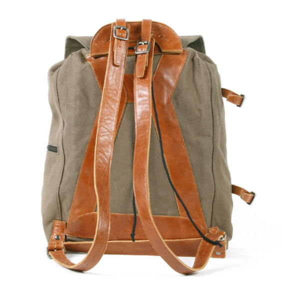 Legioner_city_backpack_olive_achterkant.jpg